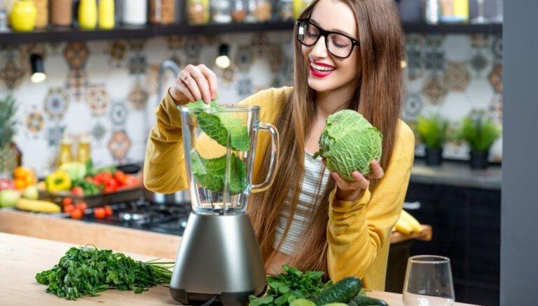 Посыпайте еду куркумой и пейте зелень. 10 простых способов выглядеть моложе