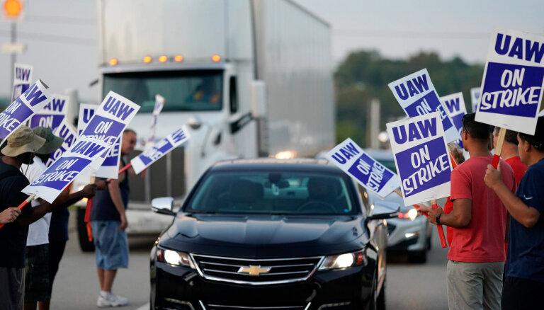 'General Motors' darbinieku streiks ASV licis uz laiku atlaist 1200 strādājošos Kanādā