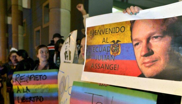 Asanžu Lielbritānija un Zviedrija 'aizturējušas patvaļīgi', secina ANO darba grupa