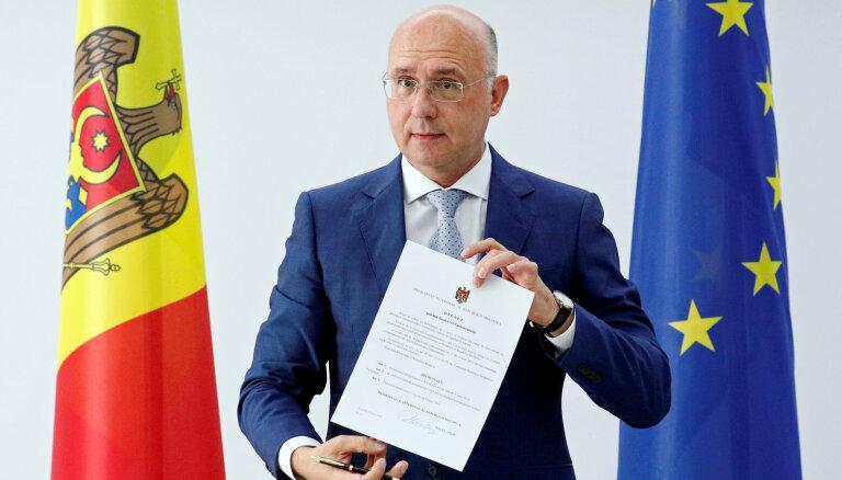 Tiesa aptur Dodona pilnvaras; pienākumu izpildītājs atlaiž Moldovas parlamentu