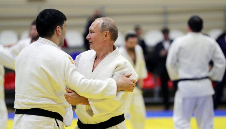 Путин получил травму в показательном поединке с олимпийским чемпионом по дзюдо