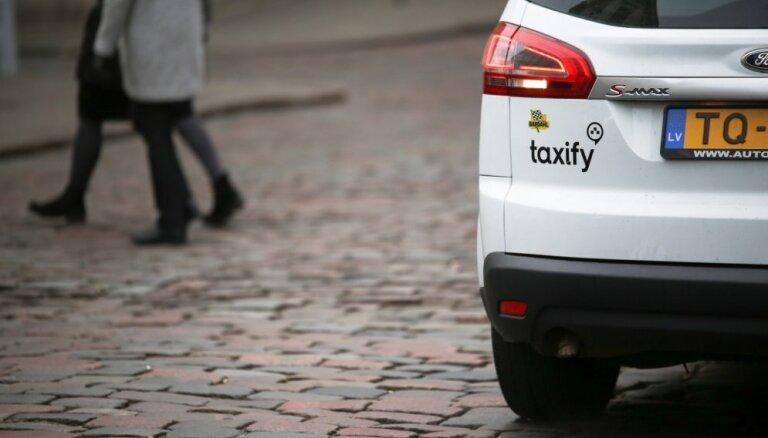 'Taxify': valdībā atbalstītie pasažieru pārvadājumu noteikumi apgrūtinās privāto vadītāju darbību