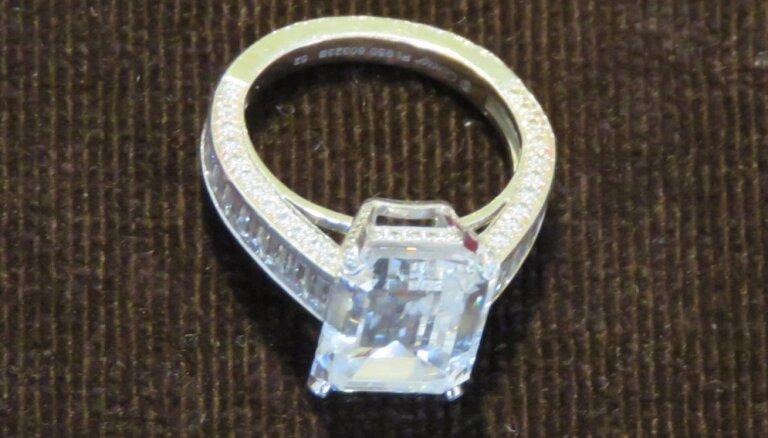 В Британии изъяли кольцо за $1,5 млн у жены бывшего банкира из СНГ (фото кольца)