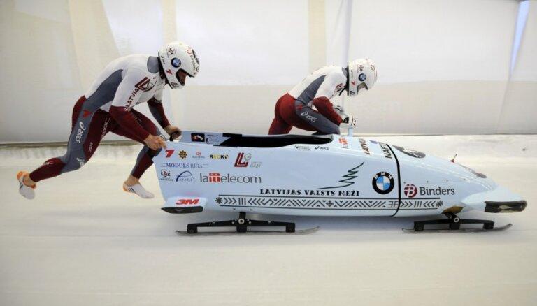 Latvijas bobslejisti gandarīti par 'nosmeltajām' medaļām Siguldā