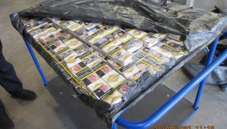 Foto: VID muitnieki novērš 616 tūkstošu cigarešu kontrabandu