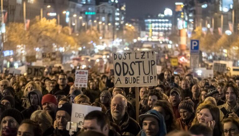 В Праге прошла акция протеста против подозреваемого в коррупции премьер-министра