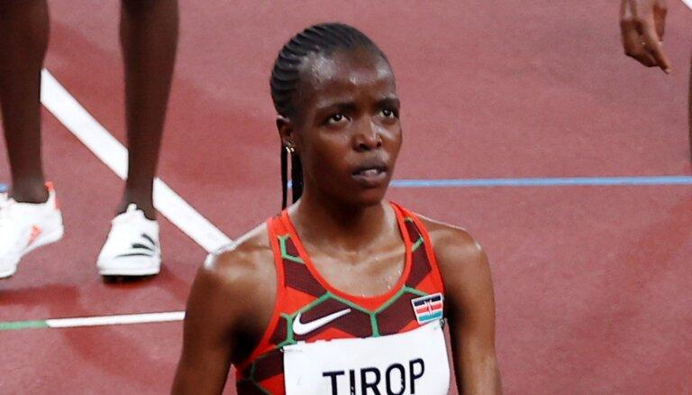 Mirusi atrasta godalgotā Kenijas skrējēja Tiropa