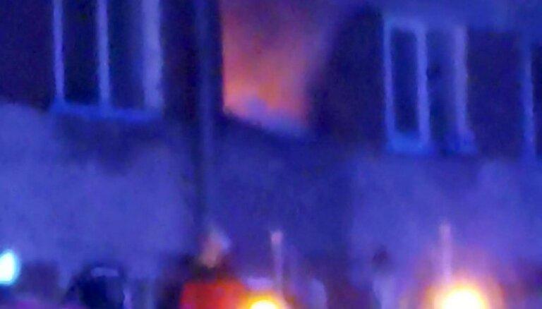 Video: Iļģuciemā ar atklātu liesmu dedzis dzīvoklis