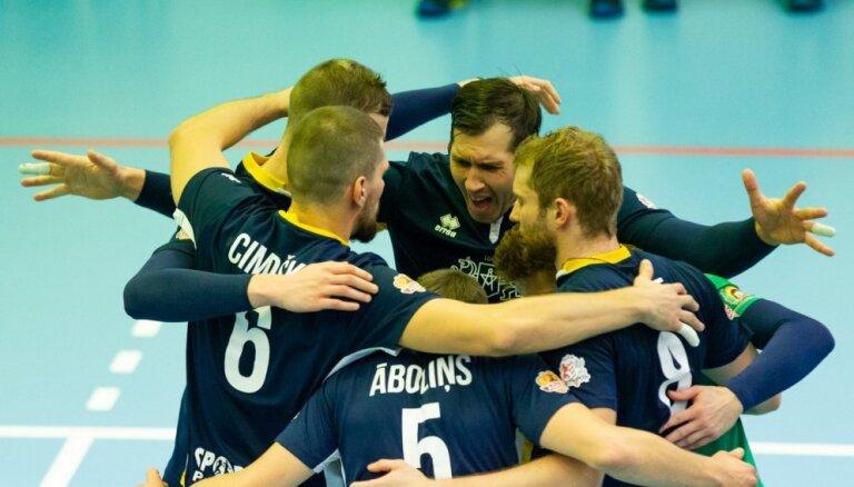 RTU/'Robežsardzes' volejbolisti veic atspēlēšanos un uzvar pirmajā Latvijas čempionāta finālspēlē