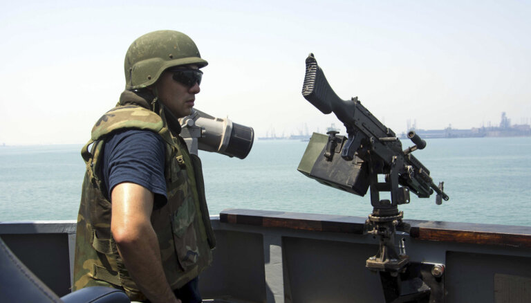 Американский эсминец перехватил корабль с иранским оружием