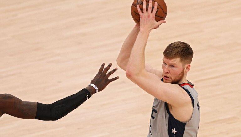 Bertānam daudzpusīgs sniegums un Vestbrukam rekordi 'Wizards' uzvarā pār 'Pacers'