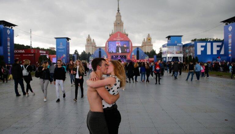 Российский болельщик извинился перед журналисткой за поцелуй в прямом эфире