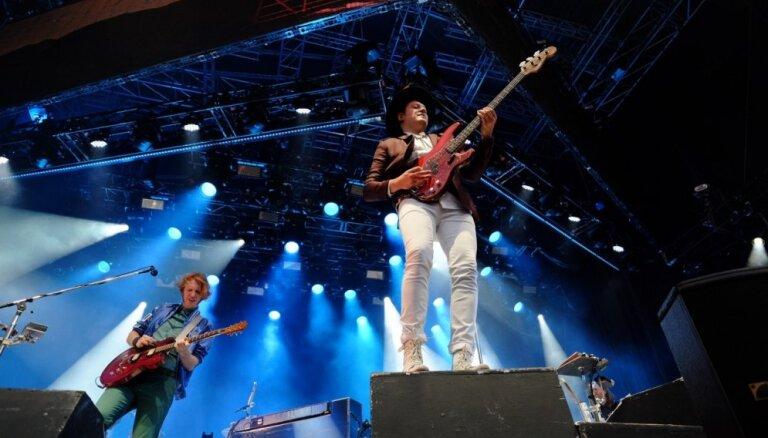 Foto: Ilgi gaidītais 'Arcade Fire' koncerts Mežaparkā