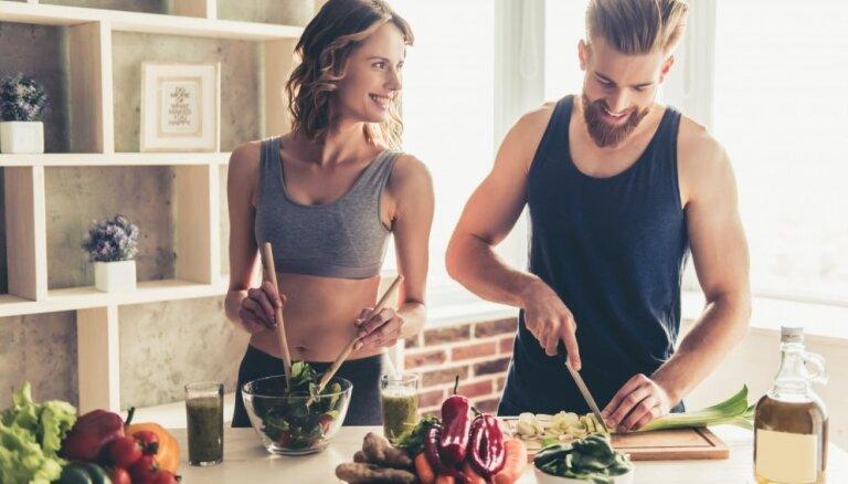 Sportot un ēst veselīgi – dārgi un grūti? Uztura speciāliste atspēko izplatītākos mītus
