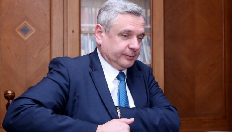 Коалиция поддерживает Шадурскиса в должности министра образования