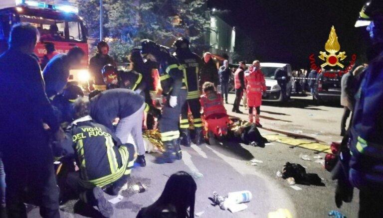 Itālijas naktsklubā izcēlusies panika; seši cilvēki drūzmā gājuši bojā