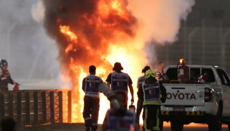 """ВИДЕО: Гонку """"Формулы-1"""" возобновили после взрыва болида"""