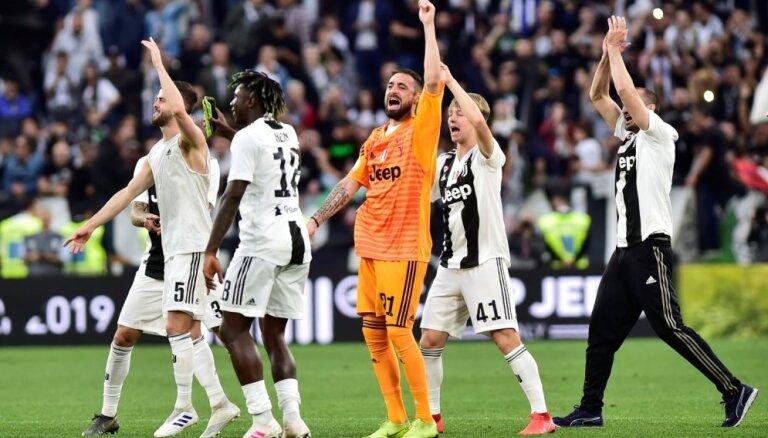 Turīnas 'Juventus' astoto gadu pēc kārtas kļūst par Itālijas čempioni