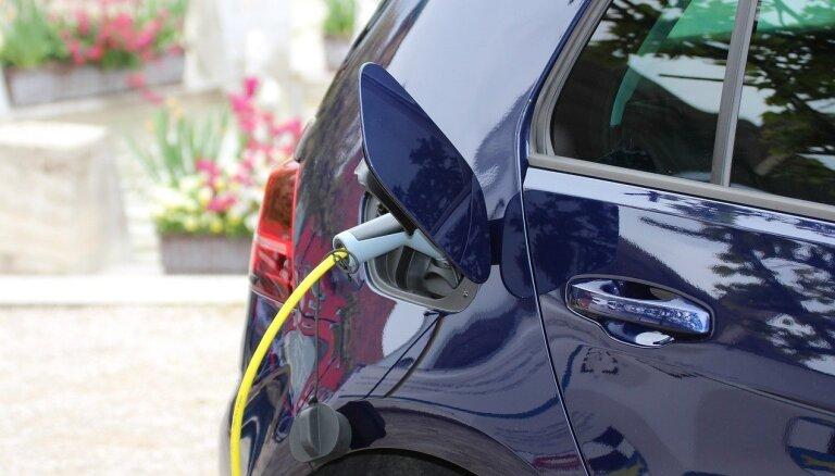 В Латвии растет популярность электромобилей, названы лидеры среди производителей