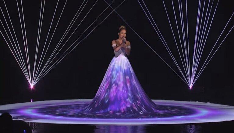 ВИДЕО: Дженнифер Лопес удивила уникальным интерактивным платьем