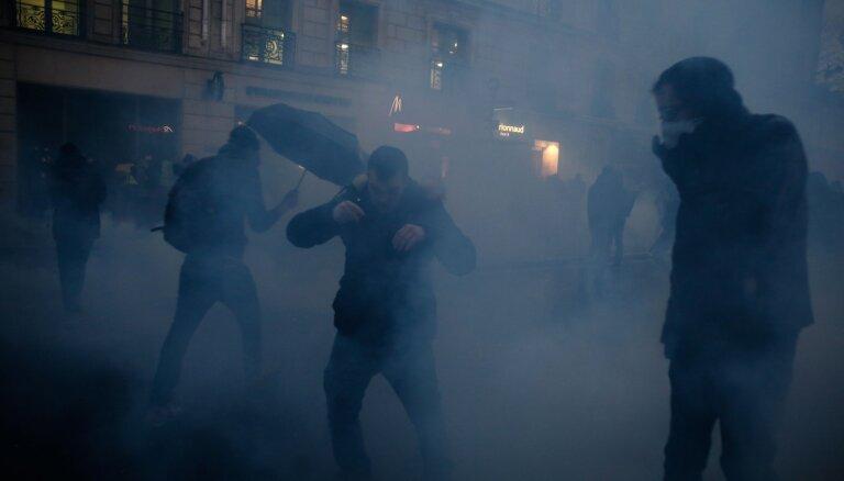 Во Франции проходят новые протесты против пенсионной реформы
