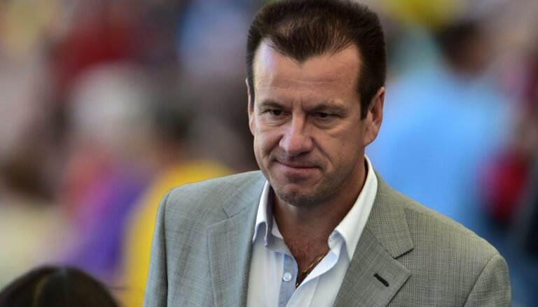 Наставник сборной Бразилии Дунга отправлен в отставку