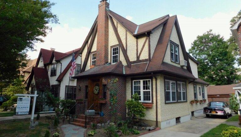 ФОТО. На аукцион выставлен дом, в котором Дональд Трамп провел свое детство