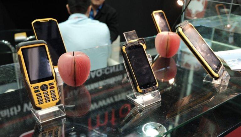 Foto: 'Delfi' Barselonā - mobilo tehnoloģiju tendences 'Mobile World Congress' izstādē