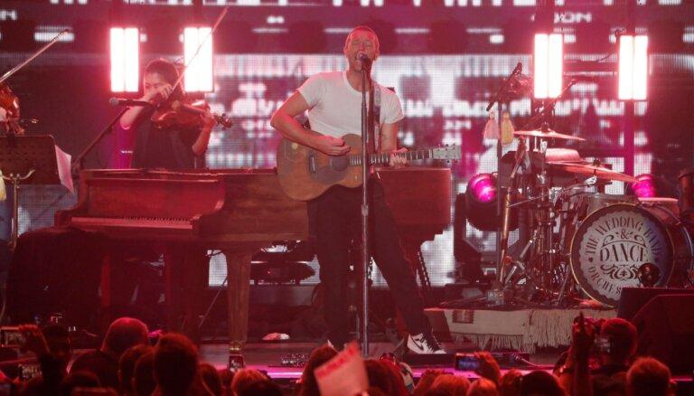 Noskaties! 'Coldplay' Valentīndienā publicē aizkustinoši romantisku videoklipu