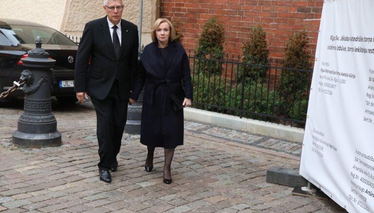 Foto: Piederīgie un domubiedri atvadās no filantropa Borisa Tetereva