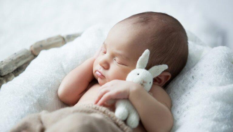 Rīgas Dzemdību namā Lieldienu brīvdienās piedzimuši 52 mazuļi