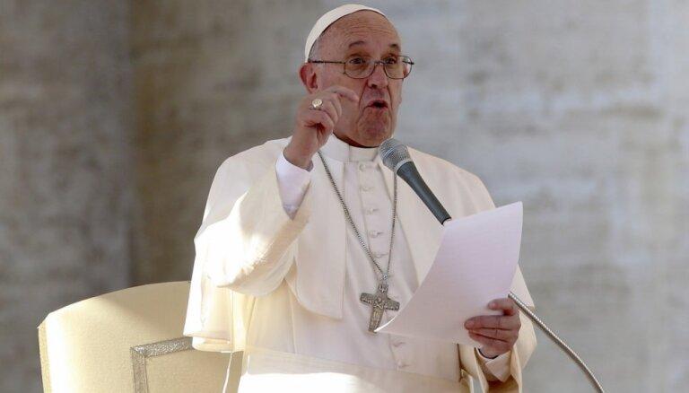 Pāvests aizstāv 'nulles iecietību' pret pedofilijā iesaistītajiem priesteriem