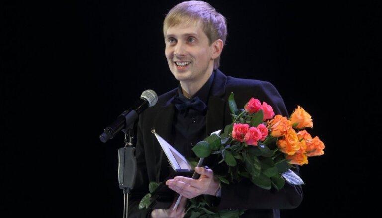 Teātra muzejs aicina uz sarunu ar režisoru Elmāru Seņkovu