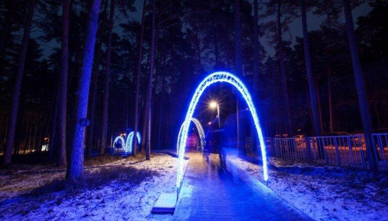 Gaismas parki un nakts pastaigas: idejas, kā pavadīt šīs brīvdienas