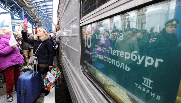 """Данные пассажиров первого поезда из РФ в Крым внесли в базу """"Миротворца"""""""