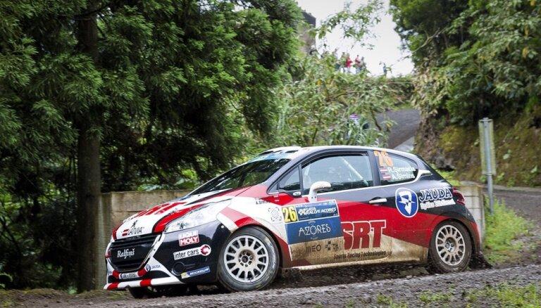 Latvijas un pārējo valstu ekipāžas aizvada dramatisku 'SATA Rallye Acores' sacensību dienu (teksta tiešraides arhīvs)