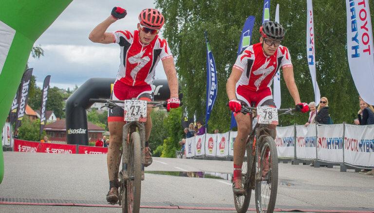 Pētersons un Jaunslaviete izcīna Latvijas čempiona titulus SEB MTB maratona posmā