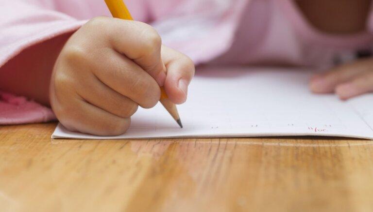 Pirmajā diktātā trīcēja pildspalva. Tā nedrīkst būt! Pirmklasnieces mammas pārdomas