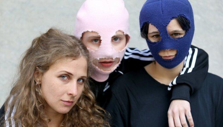 Feministu pankroka grupa 'Pussy Riot' uzstāsies Stokholmas praidā