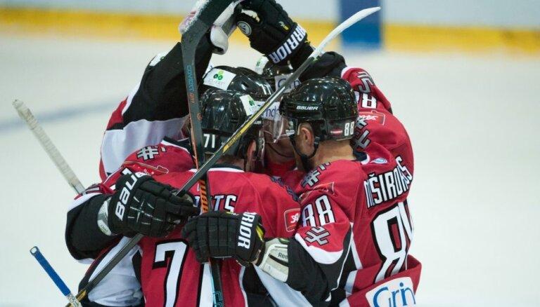 Latvijas hokeja izlase turnīru Liepājā noslēdz ar smagu uzvaru