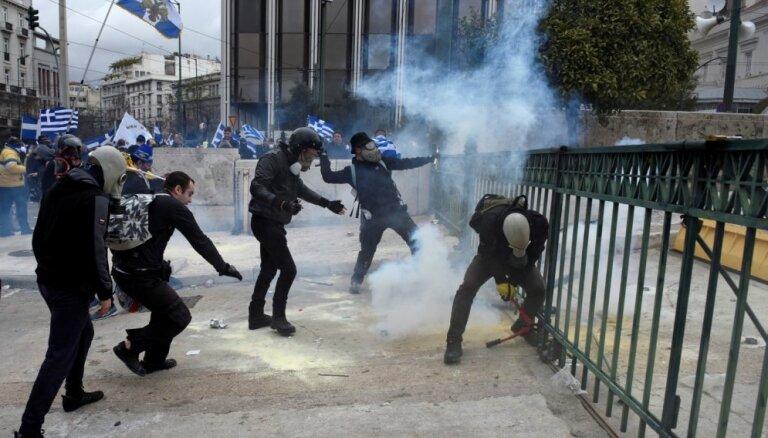 Foto: Grieķijā protestē pret vienošanos ar Maķedoniju par nosaukuma maiņu