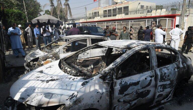 Kaujinieku uzbrukumā Ķīnas konsulātam Pakistānā nogalināti trīs cilvēki