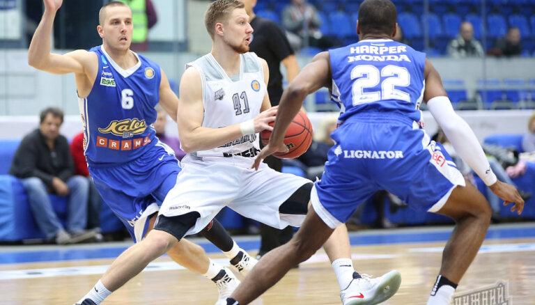 Вместо двух лет латвийский баскетболист продержался в российском клубе два месяца