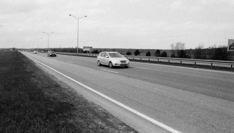 Uz Jūrmalas šosejas notikusi piecu automašīnu sadursme