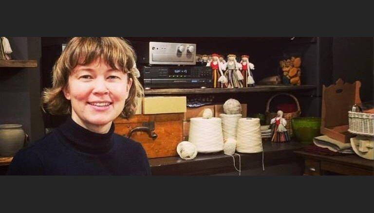 Магазин-мастерская: как создаются сувенирные куклы из Латвии