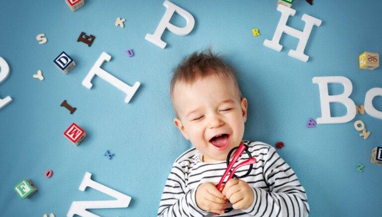 Kā bērnam palīdzēt attīstīt runu: valodas pētnieces nosauc tipiskākās kļūdas un sniedz ieteikumus