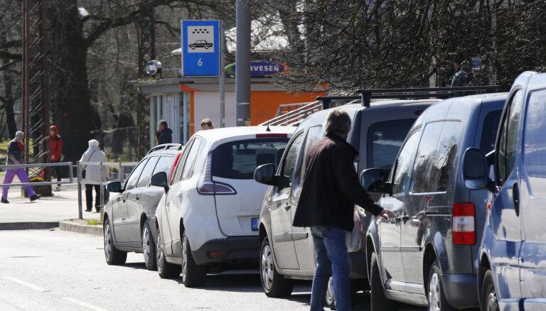 'Divu eiro karaļi', agregatoru cīņa un 14 stundas pie stūres. Sešu taksistu stāsti