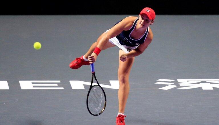 Bārtija un Benčiča sasniedz 'WTA Finals' pusfinālu