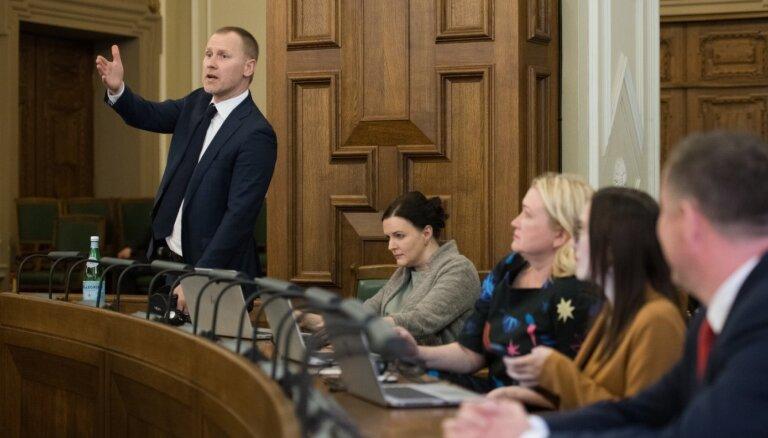 'Atlaist Saeimu' – Gobzems aicina, bet parakstītāji nesteidzas