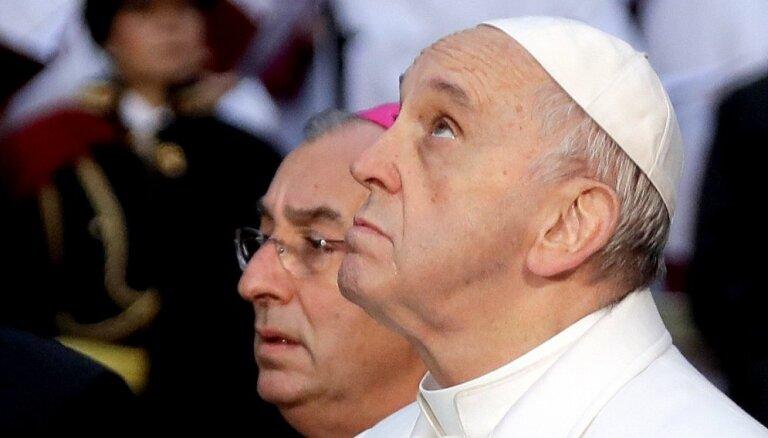 Vatikāns noraida žurnālista interpretāciju par pāvesta izteikumiem saistībā ar elli